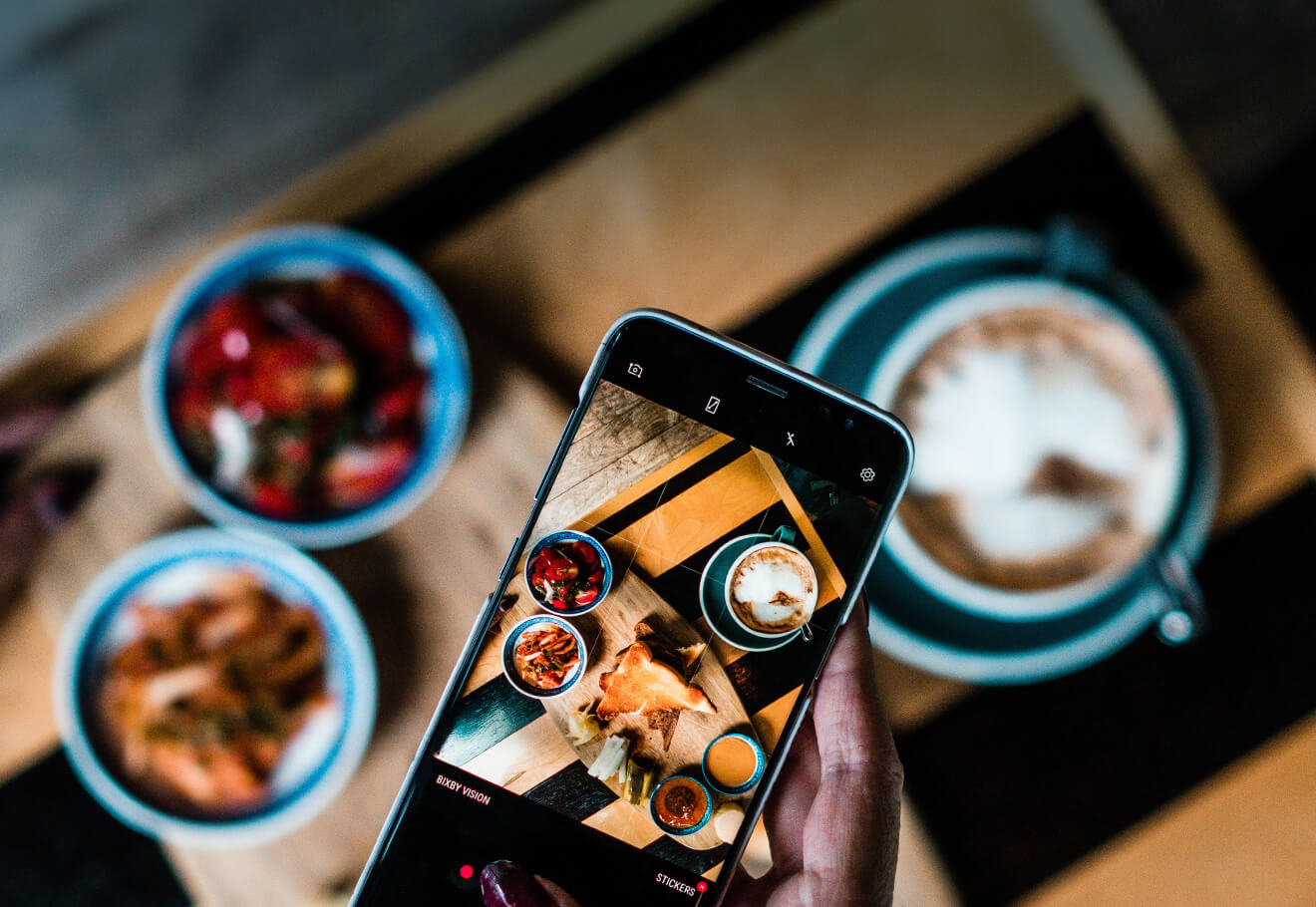 Taking pictures of food using smartphone