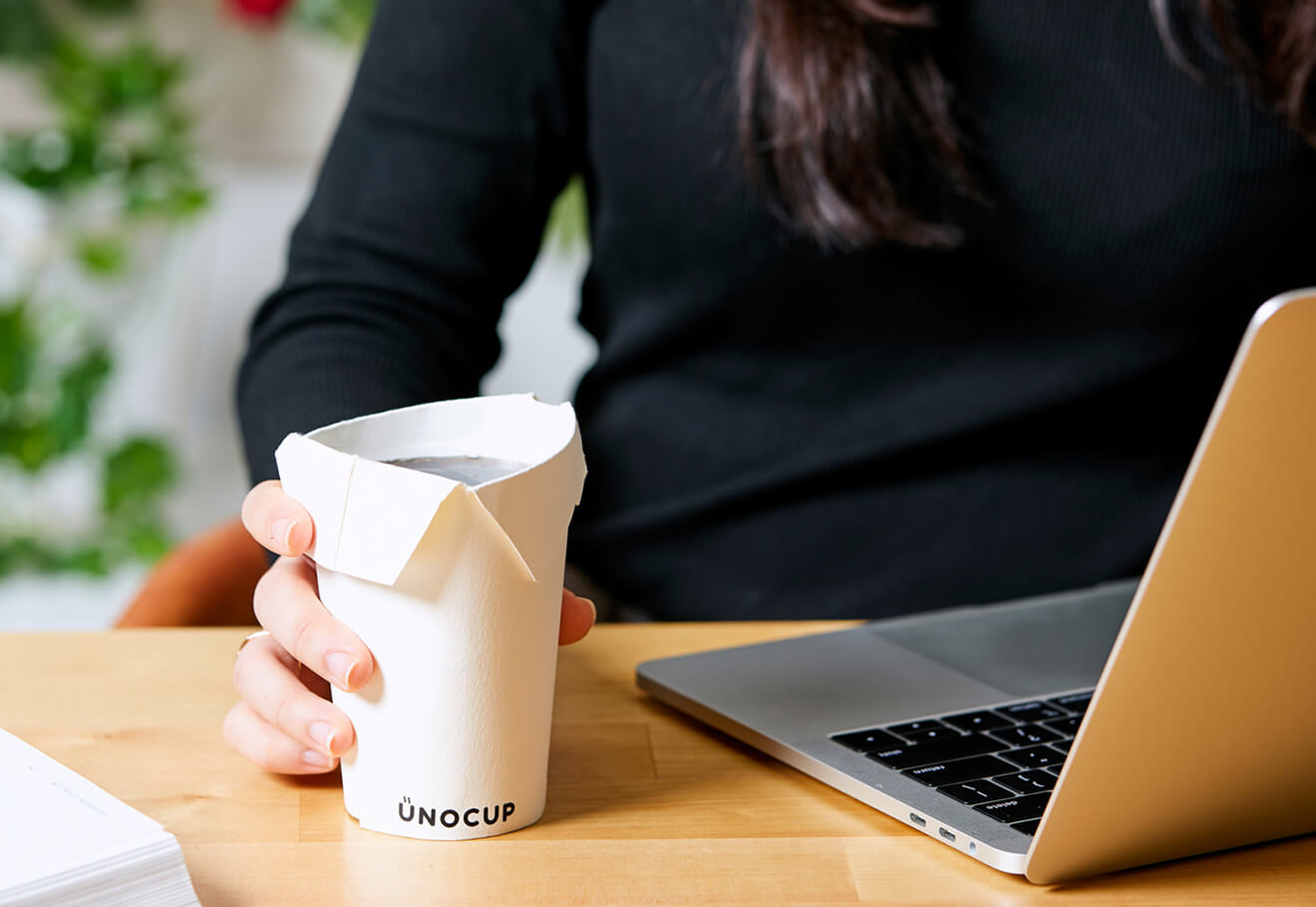 Foldable no-lid coffee cup